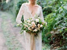 Neutral bridal bouquet | Tenth & Grace | see more on: http://burnettsboards.com/2015/11/modern-rugged-coastal-elegance/