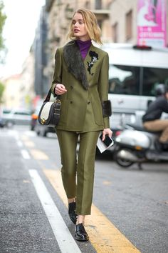 Top 50 Milan Fashion Week Fall 2016 Street Style Looks - FashionFiles by lucinda Milan Fashion Week Street Style, Street Style 2016, Street Style Looks, Street Chic, Street Beat, Paris Street, London Fashion, Fashion Mode, Fashion Outfits