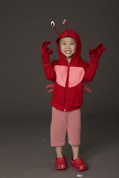 Bundle your little one up in a red sweatshirt with pipe cleaner antennae eyes and claw-shaped felt c Flounder Costume, Crab Costume, Easy Diy Costumes, Halloween Costumes For Kids, Costume Ideas, Halloween Crafts, Halloween Craft Activities, Dress Up Costumes, Diy Dress