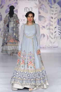 Complete collection: Rahul Mishra at India Couture Week 2017 Pakistani Dresses, Indian Dresses, Indian Outfits, Indian Attire, Indian Ethnic Wear, India Fashion, Asian Fashion, Indian Designer Outfits, Indian Couture