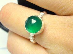 Why Do People Like Emerald Gemstone Rings?