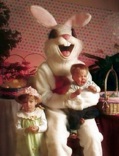 ウサギってそうじゃないだろ!イースターバニーの被り物が怖すぎて悪夢パターン - グノシー