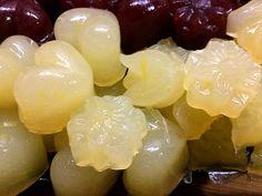 Zitronen-Fruchtgummis ohne Zucker - aus frisch gepresstem Zitronensaft, Erythrit (Xucker light), Agar Agar und Johannesbrotkernmehl. Rezept mit Nährwerten.