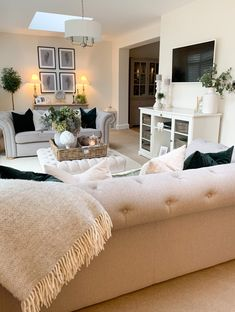 Living Room Decor Cozy, Cottage Living Rooms, New Living Room, Interior Design Living Room, Home And Living, Living Room Designs, Front Room Decor, Cozy Living, Open Plan Kitchen Dining Living