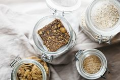 Rolled Oats and walnuts are real superfoods. Rolled Oats, Protein Bars, Superfoods, Health Benefits, Healthy Lifestyle, Snacks, Diet, Recipes, Quest Protein Bars
