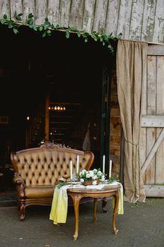 Elegant barn wedding ⎪ Susan Noëlle Fotografie ⎪ see more on: http://burnettsboards.com/2015/07/whimsical-dutch-barn-wedding/