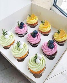 6 Secrets Of How To Bake The Perfect Cupcake - Novelty Birthday Cakes Cupcake Cake Designs, Cupcake Cakes, Cupcake Decoration, Cupcake Recipes, Dessert Recipes, Delicious Desserts, Yummy Food, Dessert Packaging, Mini Cakes