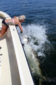 The most amazing saltwater fishing inshore Fishing 101, Fishing Girls, Fishing Boats, Women Fishing, Salt And Water, Saltwater Fishing, Going Home, The Locals, Animals