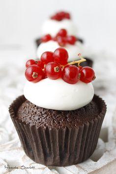 MASCAKE SCARLETT: CUPCAKES DE GROSELLAS (quién dijo que un cupcake no puede ser elegante)