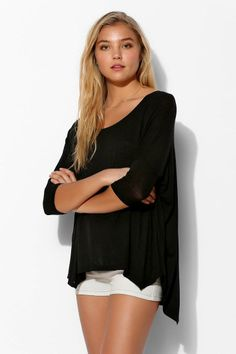 Sparkle & Fade Alexa Dolman Tee I know it's simple but it's really cute Warm Outfits, Cute Outfits, Summer Wear, Signature Style, Summer Looks, T Shirts For Women, My Style, Tees, How To Wear
