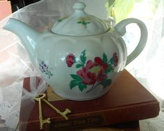 Teapot & Lid in Parfums by Laura Ashley Shabby Chic Tea Maker Discontinued Pattern - $18.69 USD