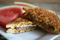 Delicious Grilled Cheese Hamburger http://getdailyrecipes.com/2014/07/14/grilled-cheese-hamburger/