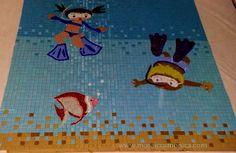 Painel Mosaico em pastilhas de vidro para Mural em piscina infantil www.mosaicosmonica.com.br