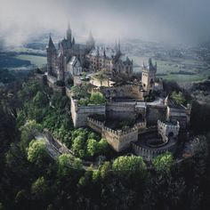 Hohenzollern Castle, Germany - Which City to Travel Beautiful Castles, Beautiful Buildings, Beautiful Places, Wonderful Places, Chateau Medieval, Medieval Castle, Castle Ruins, The Places Youll Go, Places To Visit