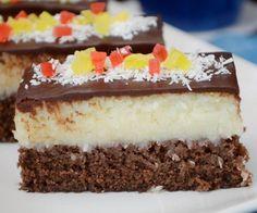 Koláčik chuťou pripomínajúci Bounty rezy... Chocolate Box Cake, Box Cake Recipes, Food Cakes, Sweet Desserts, Vanilla Cake, Tiramisu, Cheesecake, Food And Drink, Cooking Recipes