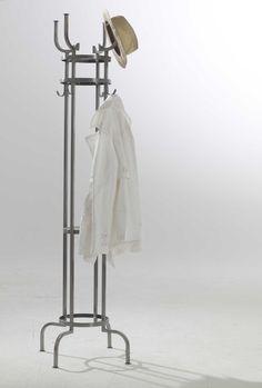 bfb0d62df7750a Diese tolle Garderobe direkt aus dem Bistro ist ideal für eilige Benutzer.  Mantel an den