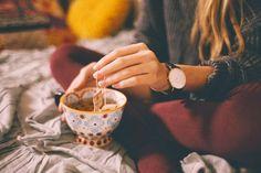 Il y a environ 2 ans, j'ai totalement retiré le café de ma routine matinale. Je souffrais quotidiennement de douleurs à l'estomac, de