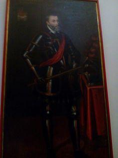 D Carlos emperador Rey de Aragon de castilla  Fvnadador de este mayor real colegio de Granada ano de 1525