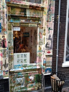 NETHERLANDS, HAARLEM, SCHAGCHELSTRAAT, PRENTENWINKEL LA COQUILLE ANTIQUE STORE, opposite to Mark Keppel Lijsten framing gallery