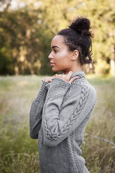 This cabled, drawstring pullover is called Harley and is part of the Knit Picks Twist & Tweeds 2015 Fall Collection. Sweater Knitting Patterns, Knitting Yarn, Knit Patterns, Hand Knitting, Cardigan Pattern, Knit Picks, Knitting Projects, Cable Knit, Knit Crochet
