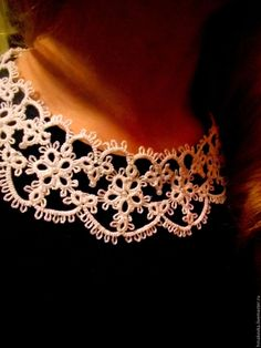 "Воротничок ""Для юной красавицы"" - Елена Владимировна - Ярмарка Мастеров Needle Tatting, Tatting Lace, Shuttle Tatting Patterns, Crochet Lace Collar, Tatting Tutorial, Lacemaking, Collar Pattern, Crochet Designs, Knitted Hats"