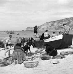 Série Nazaré. 1953/57. Fotografias de Artur Pastor Portugal, Fish Art, Portuguese, Old Photos, Terra, Nostalgia, 1, Life, Roots