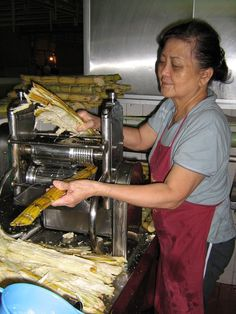 Selling sugar cane juice - 2006. Photo credit: Bali Blog/Flickr