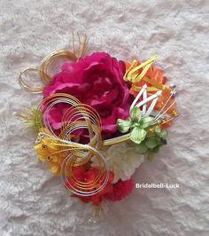 髪飾りの大きさは縦約25cm×横約23cmです。 お花はすべて造花です。 造花・・・ピオニー・ダリア・マム・あじさい手作り・・・松竹・ライン・結び(水引)です。その他房です。 コーム付きです。ご注文後…