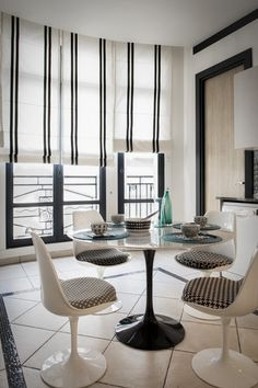 Faubourg Saint Honoré, 180m2 Easy Healthy Dinners, Easy Dinner Recipes, Dinning Table, Dining Rooms, Paris Home, Modern Home Interior Design, Curtains With Blinds, Beauty Room, Stores