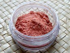 Przepis na róż mineralny Oh, Carolina! http://arsenicmakeup.blogspot.com/2013/04/diy-oh-carolina-rozdanie-smigusowo.html