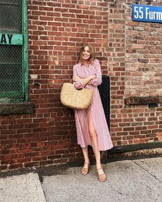 7 Inspiring Summer Looks To Try This Week (The Edit) Gingham + ruffles = success this season! White sneakers, straw totes and cat eye sunglasses are also having a moment. Got yourself a favourite summer BY TEZZA View original… It Bag, Trendy Outfits, Cool Outfits, Summer Outfits, Fashion Outfits, Net Fashion, Amazing Outfits, Modest Fashion, Fashion Clothes