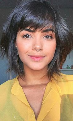 Cool Short Hairstyles, Haircuts For Curly Hair, Short Bob Haircuts, Bob Hairstyles, Layered Hairstyles, Short Haircut, Chubby Face Haircuts, Hairstyle For Chubby Face, Short Hair For Chubby Faces