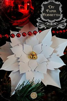 DIY Paper Poinsettia {Free Template} - for attaching to garlands around doors/Windows Poinsettia Flower, Christmas Flowers, Christmas Paper, Diy Christmas Ornaments, Christmas Decorations, Crochet Ornaments, Crochet Snowflakes, Christmas Angels, Christmas Tree