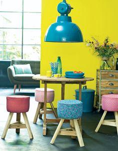 Stof met kekke kleurtjes en dartele dessins zijn ideaal om ingedutte meubels en accessoires mee op te frissen.