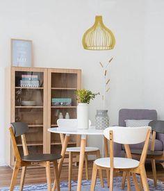 Iluminación en comedores. Lámparas de techo. Lámpara colgante sobre la mesa del comedor. #iluminacion #decoracioninterior