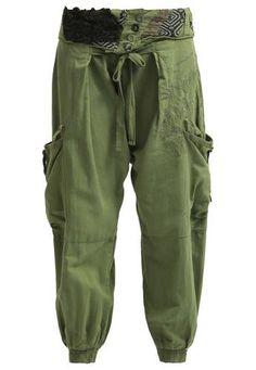 Desigual Pantaloni maleza #pants #covetme #desigual