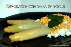Espárragos con salsa de yogur