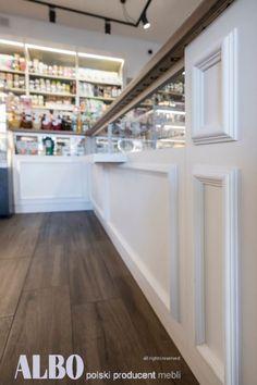 W ALBO producent mebli sklepowych znajdziecie Państwo wyposażenie lokali gastronomicznych oraz sklepów, w tym sklepów spożywczych i przemysłowych. W ofercie posiadamy meble do sklepów spożywczych, w tym lady, regały, regały piekarnicze, witryny cukiernicze i inne. Zapraszamy Stairs, Home Decor, Stairway, Staircases, Interior Design, Ladders, Home Interior Design, Ladder, Home Decoration