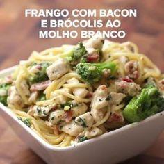 Frango com bacon e brócolis ao molho branco   Aprenda quatro receitas fáceis e…
