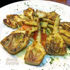 alcachofas medianas frescas y tiernas - 1 limón - Sal y pimienta - Aceite de oliva virgen extra Si las alcachofas son pequeñitas y tiernas sólo tenemo