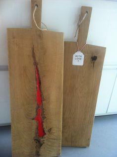 Broodplanken van Brood & Plank met rode Epoxy
