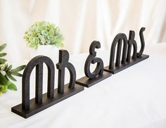 Gatsby Art Deco Wedding Signs - Mr and Mrs Wedding Sign for 1920s Flapper Sweetheart Table Decor - Great Gatsby Wedding ( Item - MBG100 )