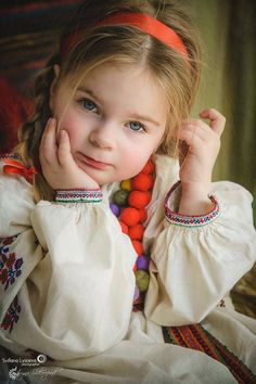 Folk Fashion, Very Lovely, World Cultures, Traditional Dresses, Beauty Women, Ukraine, First Love, Dress Up, Female