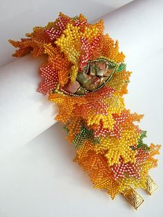 Beadwork by Julia Bushukhina closeup detail of leaves Gemstone Jewelry, Beaded Jewelry, Beaded Bracelets, Brick Stitch Patterns, Book And Frame, Flowering Vines, Custom Jewelry Design, Beads And Wire, Beaded Flowers