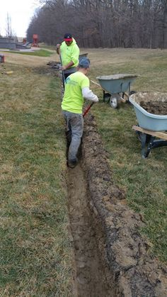 How to build a French Drain that will last for decades Most French Drains are done with a trencher due to the availability. Every rental center has one, however a trencher can only trench a width of - wide [. Yard Drainage System, Backyard Drainage, Backyard Landscaping, Backyard Stream, Landscape Drainage, Landscaping Ideas, Backyard Ideas, Drain Français, Drain Tile