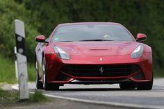 Ferrari F12 Berlinetta, Motor: V12, Hubraum: 6,3 Liter, Leistung: 740 PS. Plus: Ferrari F12tdf mit 780 PS.