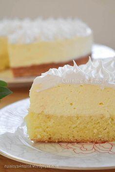 Lemon meringue cloud cake- Gâteau nuage au citron meringué A deliciously tangy lemon cake, called … - Sweet Recipes, Cake Recipes, Dessert Recipes, Cloud Cake, Bolo Cake, Lemon Meringue Pie, New Cake, Food Cakes, Savoury Cake
