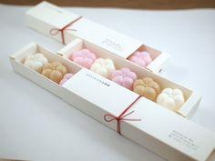 和菓子 パッケージ - Google 検索 Dessert Packaging, Cookie Packaging, Brand Packaging, Box Packaging, Packaging Design, Biscuits Packaging, Japanese Packaging, Dessert Boxes, Asian Desserts