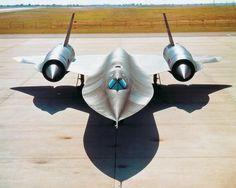 SR-71 Blackbird, HOT! Military Jets, Military Aircraft, Aircraft Design, Air Show, Fighter Jets, Aviation, Blackbird, Aeroplanes, Air Force