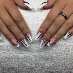 Vita naglar med glitter uppepå  #nailporn #nailtech #gelnails #gelenaglar…
